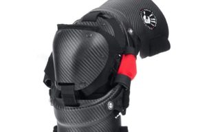карбоновая защита колена вид сбоку
