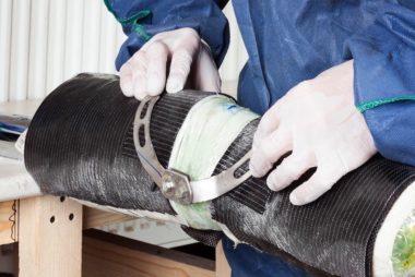 вставка титановых шарниров в карбоновые брейсы