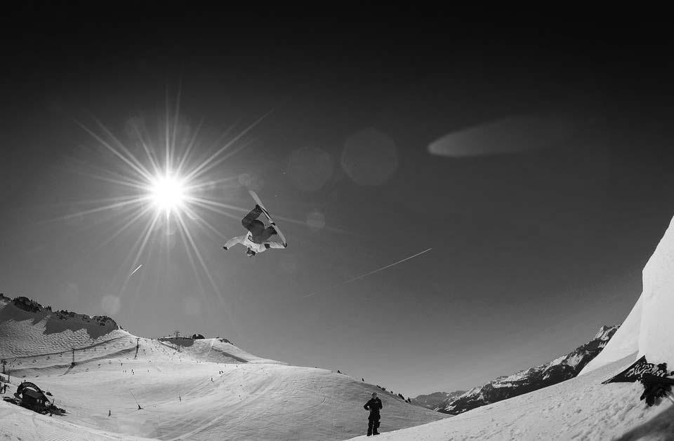 bw_snowboard